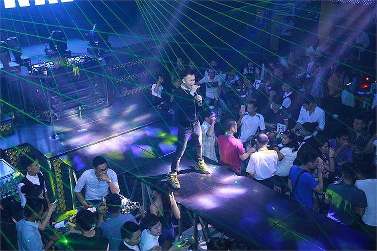 Thời gian vừa qua, bên cạnh việc đi diễn, Dương Triệu Vũ và ê kíp cũng âm thầm thực hiện MV Muộn màng & Anh biết để gửi tặng khán giả vào tháng 6 tới.