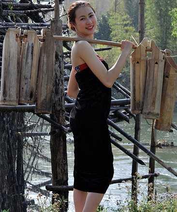 Sở thích của Thùy Linh là hát và chơi thể thao.