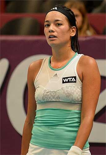 Bóng hồng gốc Việt bắt đầu thi đấu chuyên nghiệp vào năm 2010, khi cô tròn 20 tuổi