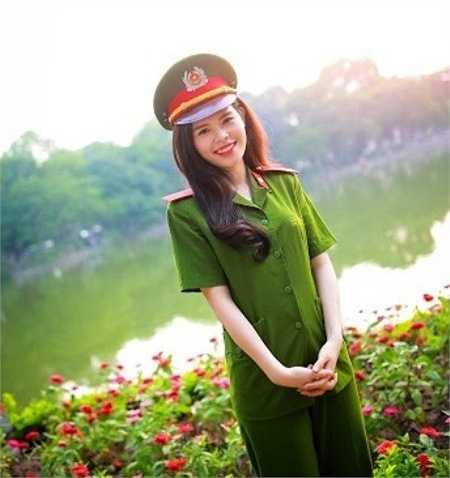Sinh ra trong gia đình có bố làm công an nên từ nhỏ cô bạn đã nuôi dưỡng ước mơ trở thành một chiến sỹ công an.