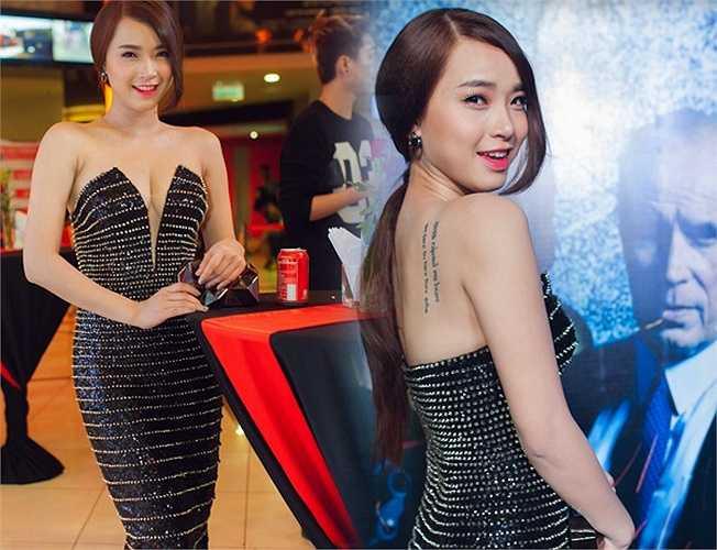 Hải Băng 'thiêu đốt' ánh nhìn với váy đen cúp ngực lấp lánh.