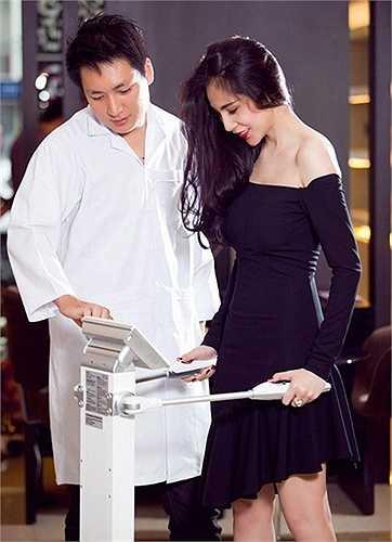 Người mặc váy cocktail không có mục đích show hình thể hay các điểm 'nóng' như vòng 1 vòng 3 mà họ muốn mang đến cho người đối diện một vẻ đẹp tao nhã và cảm giác được trân trọng từ chính sự chỉn chu của họ.