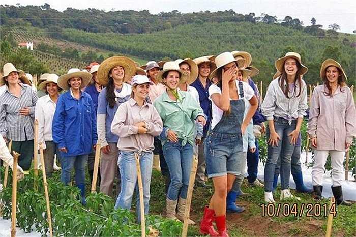4. 'Thánh đường của phụ nữ', Noiva Do Cordeiro, Brazil. Thị trấn thôn quê này là nơi sinh sống của 600 phụ nữ. Một số ít dân cư tại đây có thể lấy chồng và chồng của họ chỉ được đến thăm vợ vào những ngày cuối tuần.