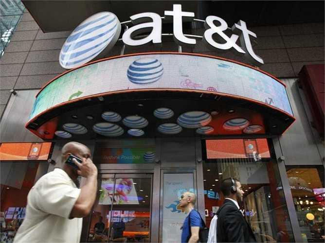 6. AT&T. Vị trí năm ngoái: 8, giá trị hiện tại: 89 tỷ USD. AT&T cũng có 1 năm đáng nhớ khi họ liên tục tung ra những chiến lược mới. Đặc biệt nhất là sự hợp tác với Uber để phát triển mạng lưới