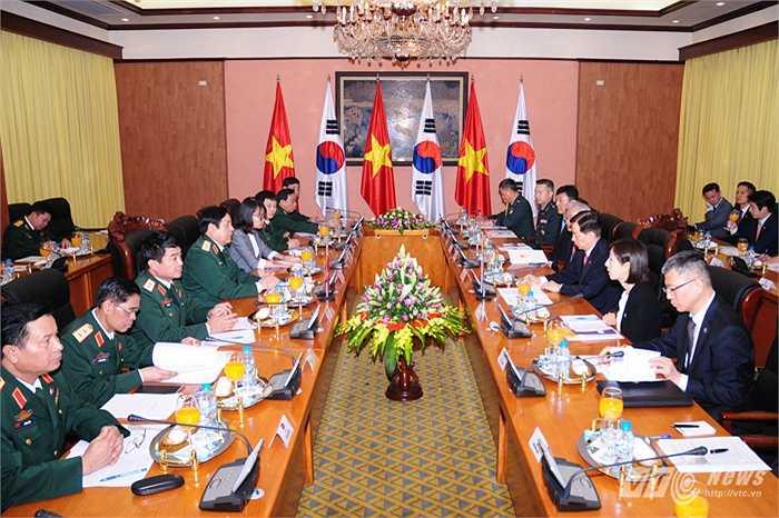 Cuộc hội đàm giữa đoàn đại biểu quốc phòng Việt Nam và Hàn Quốc