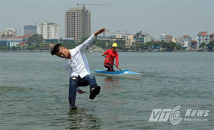 Anh liên tục biểu diễn phục vụ hội nghị, hay các chương trình truyền hình. Quý từng đi thi Vietnam Got Talent 2014, vào đến vòng 100 người xuất sắc rồi bị loại trước ngưỡng cửa bán kết.