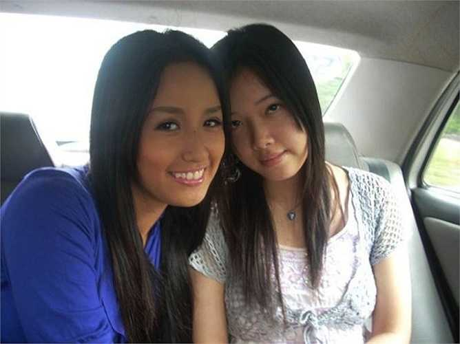Em gái Mai Phương Thúy tên là Ngọc Phượng, sinh năm 1993, hiện tại đang du học tại Columbia, Vancouver, Canada.