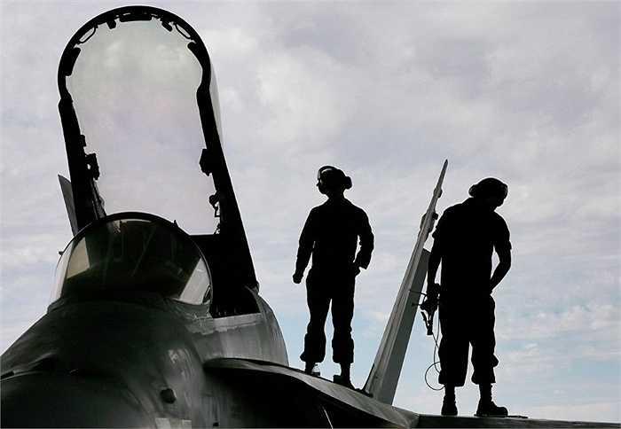 Sửa chữa máy bay F/A-18