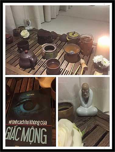Thủy Tiên chia sẻ: 'Buổi khuya ở nhà một mình, có ông Lạt Ma làm bạn uống trà, đằng sau bộn bề công việc niềm hạnh phúc của mình chỉ đơn giản là những giây phút như thế này'.
