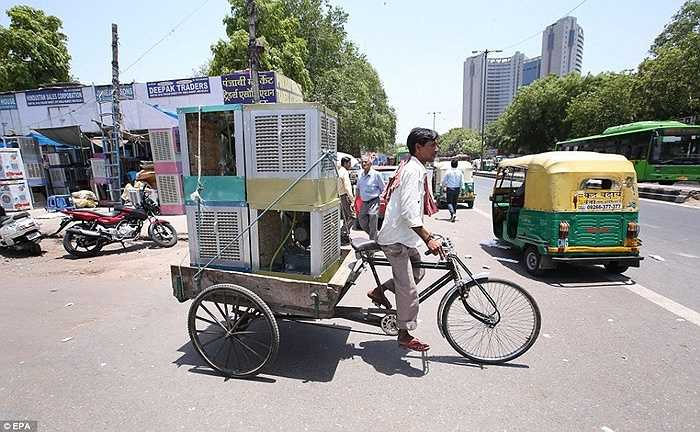 Ấn Độ cảnh báo người dân không nên đi ra đường trừ khi bắt buộc, nên uống nhiều nước