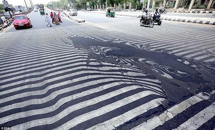 Nhiều nơi ở New Delhi phải cắt điện tới 10 tiếng mỗi ngày do hàng triệu chiếc điều hòa hoạt động gây quá tải