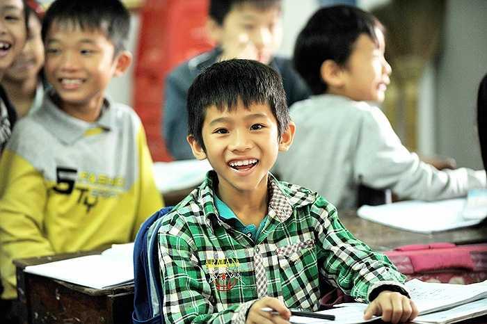 Theo chân các nha sĩ của chương trình 'Bảo vệ nụ cười Việt Nam' đến với trường tiểu học Nghi Xuân và Nghi Thái (Nghệ An), chúng tôi không khỏi xúc động khi bắt gặp những nụ cười trẻ thơ đầy rạng rỡ.
