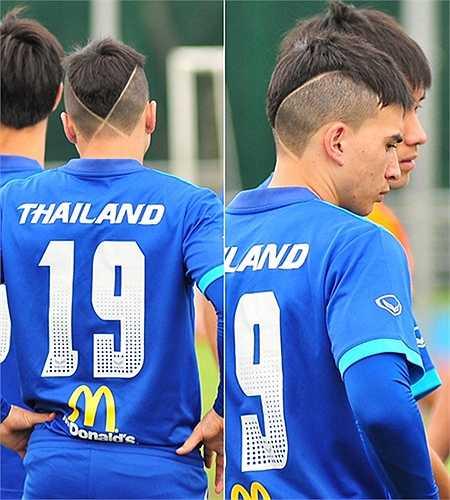 Kiểu đầu ấn tượng nhất của cầu thủ U23 Thái Lan với hai đường cắt đan vào nhau phía sau gáy.