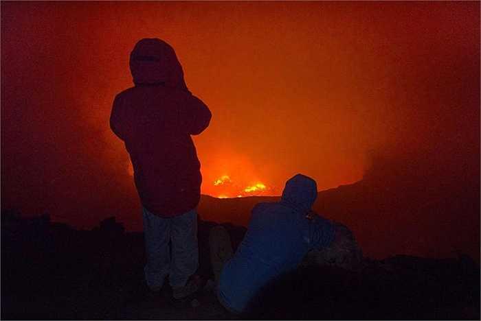 Trong giai đoạn từ 1948-2002, Nyiragongo xảy ra một số đợt phun trào. Trong đó, tháng 1/1977, đợt phun trào trong nửa giờ khiến 2000 người thiệt mạng