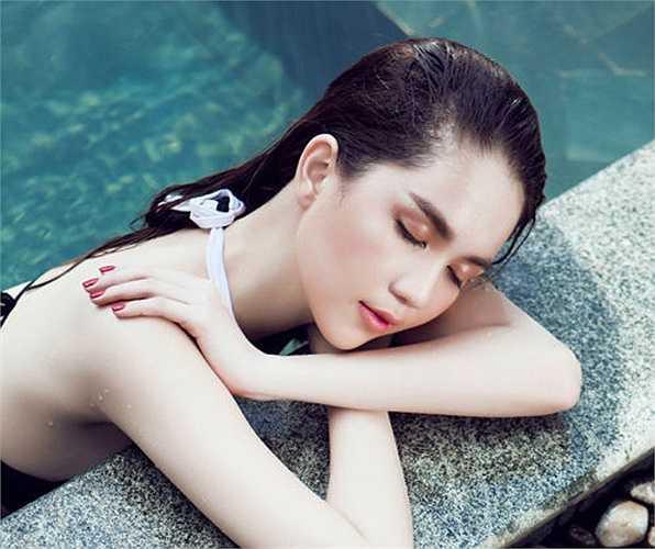 Ngắm vẻ nóng bỏng của nữ hoàng bikini Ngọc Trinh.