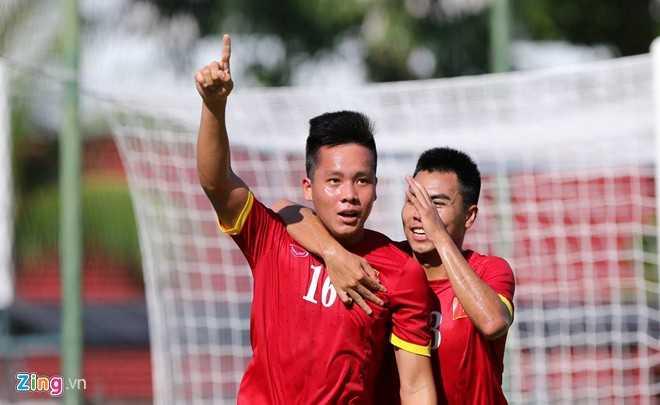 Thanh Bình ăn mừng bàn thắng