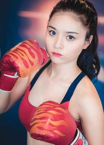 Thời điểm 3 tháng trước, Ngọc Anh nặng 56kg, khuôn mặt to, béo khiến công việc và học hành của cô nàng gặp nhiều vấn đề.