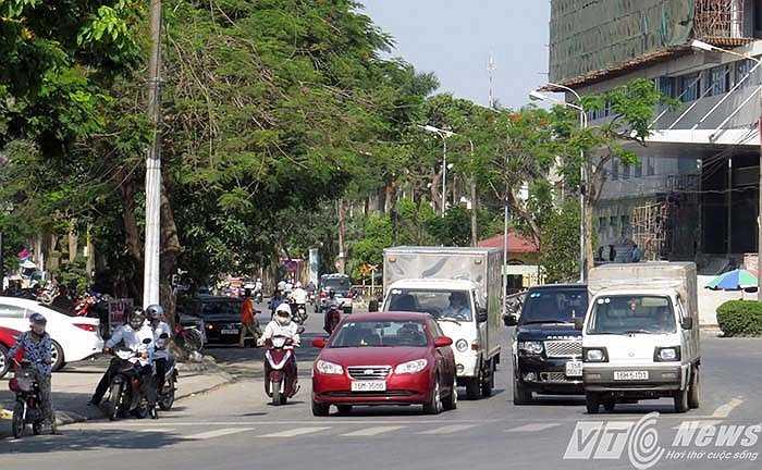 Tại ngã ba đường Lê Thánh Tông - đường Nguyễn Trãi, thường ngày có một đội CSGT, Trật tự thuộc Công an quận Ngô Quyền lập chốt xử lý vi phạm tại đây.