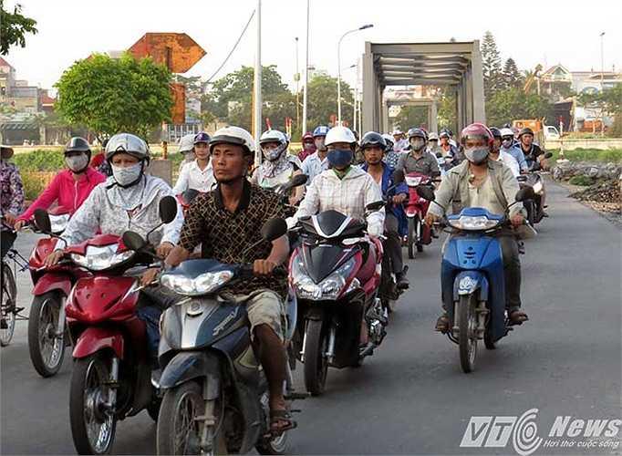 Không thấy có lực lượng CSGT, Trật tự của quận Lê Chân ra cùng phối hợp điều tiết giao thông, hướng dẫn nhân dân đi lại thuận tiện, an toàn.