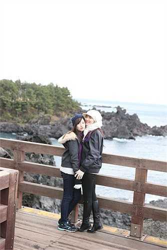 Anh Sa thường xuyên đi du lịch cùng mẹ.