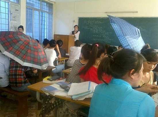 Che ô ngay cả trong lớp học.