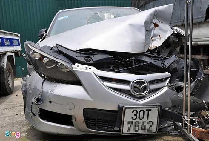 Một số xe trong các vụ tai nạn giao thông nghiêm trọng thì bị tạm giữ trong tình trạng hỏng hóc nặng nề.