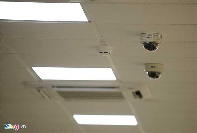 Phòng số 1 được trang bị hệ thống điều hòa, 4 camera, bình phòng chống cháy nổ…