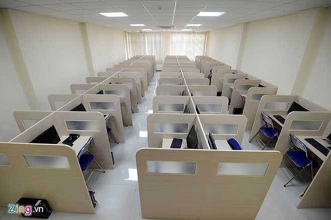 Những phòng thi khác như số 2, 3... cũng đã sẵn sàng phục vụ với hàng loạt máy tính hiện đại.