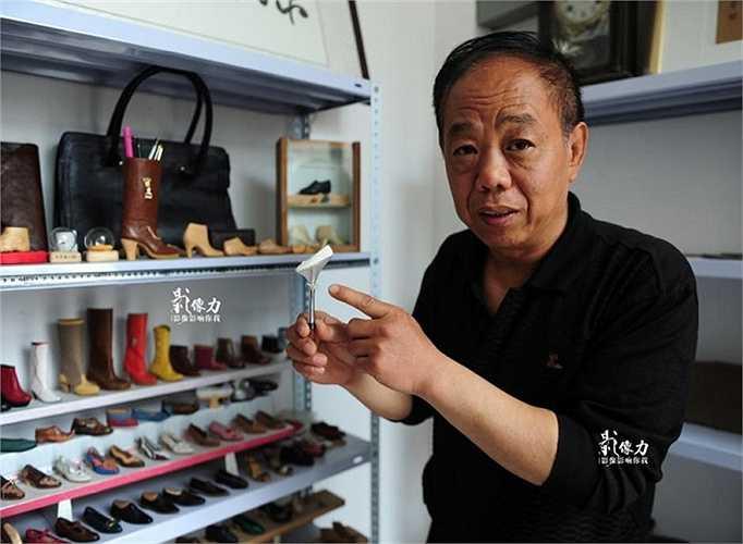 Vào những năm 1990, do quản lý yếu kém nên nhà máy dần sa sút và cuối cùng buộc phải đóng cửa. Ông Peng trở thành người thất nghiệp.