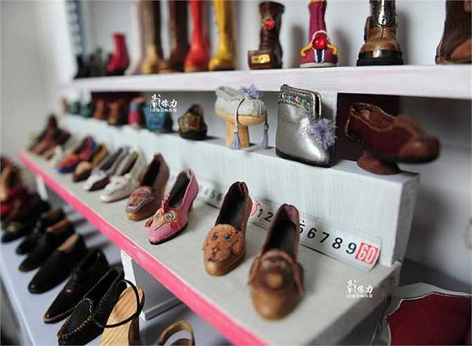 Những đôi giày da bé xíu lại trở thành nguồn thu nhập chính nuôi sống cả gia đình ông. Được khách hàng đặc biệt ưa thích, ông Peng nhanh chóng mở tiệm làm giày mini của riêng mình.