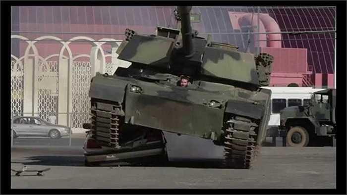 Một trong những màn biểu diễn gây sốc nhất của Dan là việc dùng xe tăng để cán nát một chiếc Ferrari đắt tiền