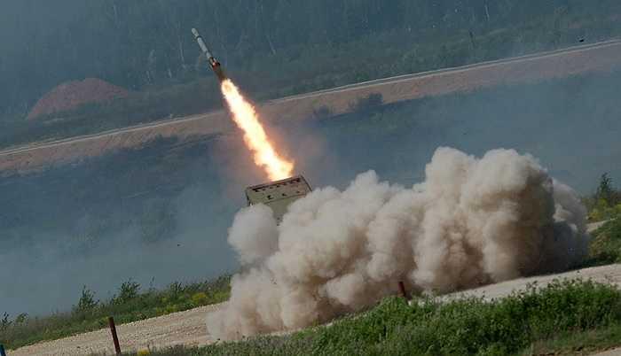 Dàn tên lửa TOS-1A Solntsepek khai hỏa
