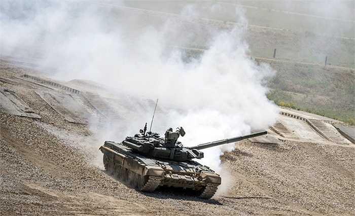 Xe tăng T-72B3 phô diễn sức mạnh