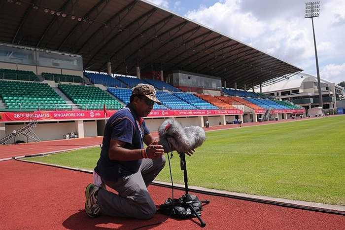 Công tác chuẩn bị cho SEA Games ở sân Bishan. (Ảnh: Zing)