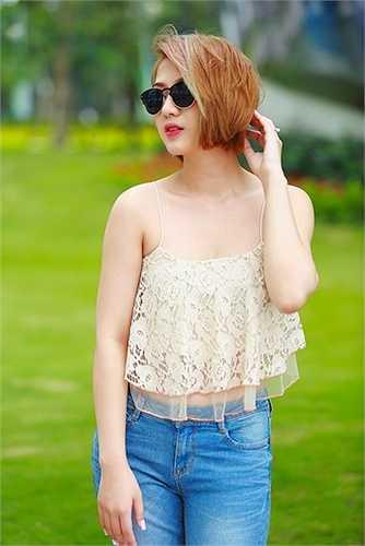 Nữ diễn viên Trang Cherry khoe làn da trắng ngần với chiếc áo 2 dây màu pastel