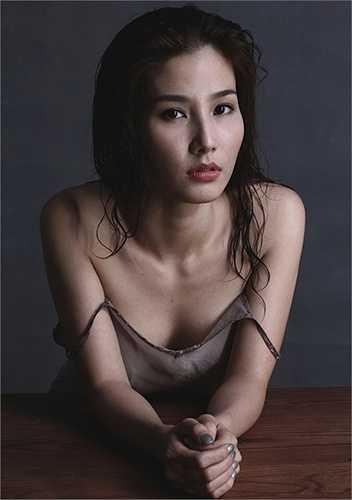 Nữ diễn viên buông lơi váy 2 dây thật gợi cảm