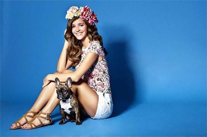 Malena Costa dáng đẹp, cười duyên, nổi tiếng trong làng mẫu Tây Ban Nha