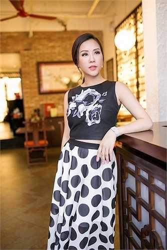 Hoa hậu Thu Hoài vừa tổ chức một bữa tiệc nhỏ nhân dịp nhà hàng của cô tròn một tuổi.