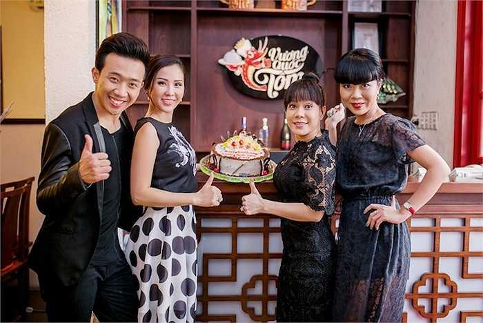 Đến chung vui cùng Trấn Thành và Việt Hương còn có cô bạn chí thân của Trấn Thành là MC Trác Thúy Miêu.