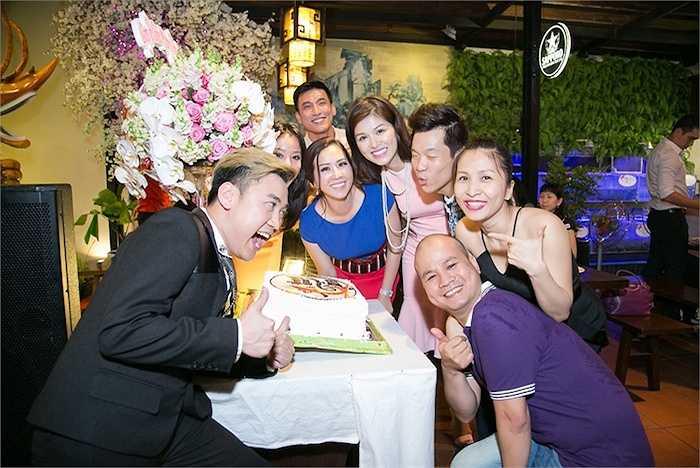 Ngày 29/05 vừa qua, Trấn Thành, Việt Hương, Trác Thúy Miêu và nhiều nghệ sỹ bạn bè đã đến chia vui cùng Hoa hậu.