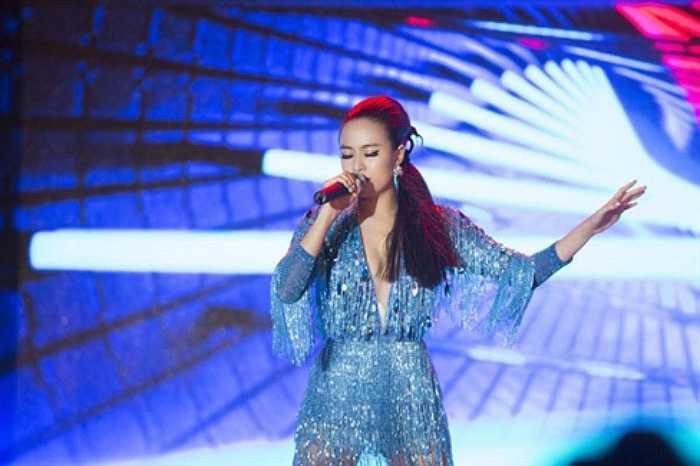 Nữ ca sỹ trở thành một trong những ca sỹ sexy nhất showbiz Việt.