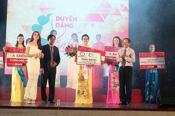 Bạn Nguyễn Đặng Hồng Như, sinh viên năm I khoa Quan hệ quốc tế trường ĐH Khoa học Xã hội & Nhân văn đã xứng đáng giành ngôi vị cao nhất của cuộc thi.