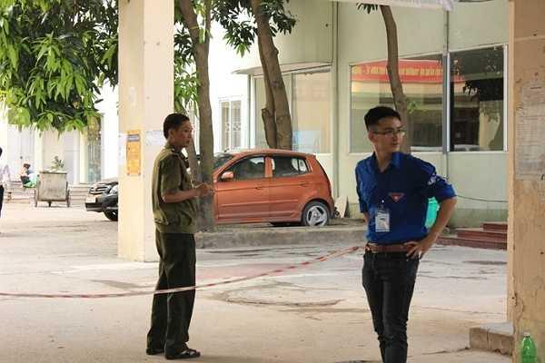 Lực lượng an ninh và tình nguyện viên bảo vệ nghiêm ngặt.