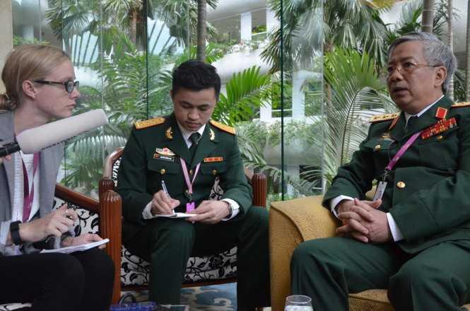 Thượng tướng Nguyễn Chí Vịnh trả lời phỏng vấn Reuters