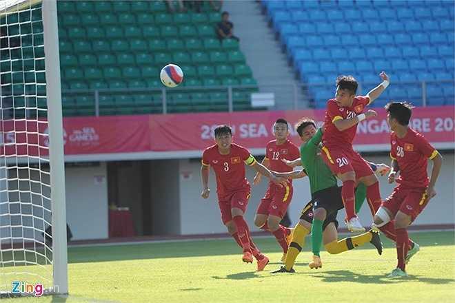 Phi Sơn có một bàn thắng mang tính giải tỏa ở đầu hiệp 2