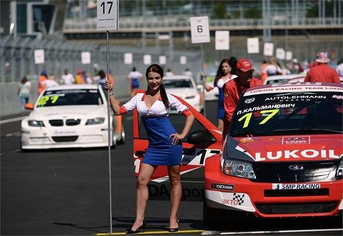 Các cô gái Nga trong giải F1
