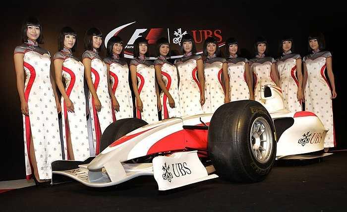 Người mẫu Trung Quốc trình diễn trước một cuộc đua F1
