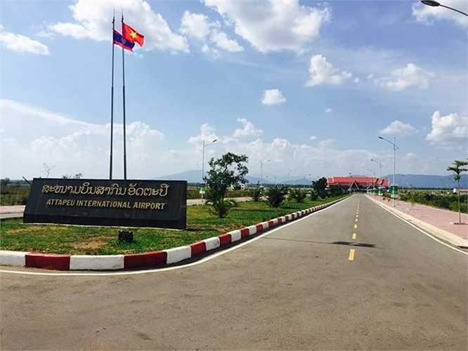 Sân bay quốc tế Attapeu được Tập đoàn Hoàng Anh Gia Lai hỗ trợ Lào xây dựng với hình thức BT (xây dựng và chuyển giao) trong thời gian 24 tháng (từ tháng 5/2013 đến tháng 5/2015).