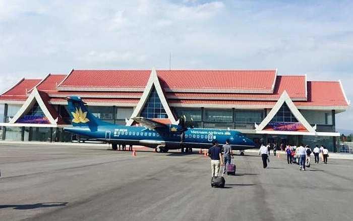 Toàn cảnh khu vực trong bãi đáp máy bay tại sân bay quốc tế Attapeu