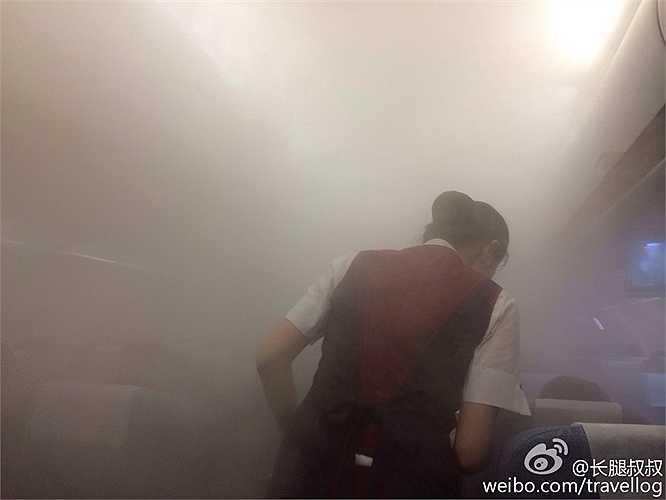 Một số người khác ví von, cảnh tượng như trong phòng xông hơi với khói sương mịt mù